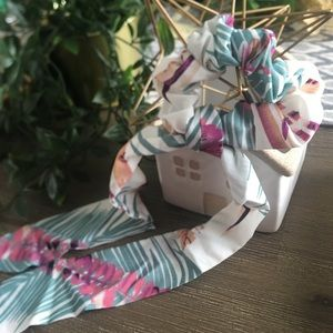 Getaway tropical print tail hair scrunchie